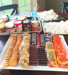 Throw a S'mores party/game night! (Everything You Need For The PERFECT Gourmet S'mores Party! Fun Sleepover Ideas, Sleepover Food, Girl Sleepover, S'mores Bar, Snacks Für Party, Teen Party Foods, Party Party, Housewarming Party, Mets