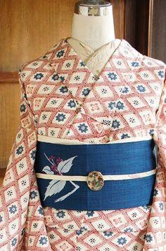 beautiful print kimono and obi Japanese Outfits, Japanese Fashion, Asian Fashion, Japanese Clothing, Japanese Geisha, Yukata Kimono, Kimono Japan, Kimono Dress, Traditional Japanese Kimono