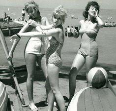 Hot girls at Lake Balaton in the :) Hungarian Girls, Pretty Babe, Jeanne, Lany, Good Old, Hungary, Glamping, Ankara, Vintage Photos