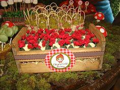 Kids party centerpiece idea.  http://ideiasdostudio.blogspot.com.br/