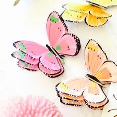 How to make a 3d paper butterfly + free printable butterfly sticker sheet - Schmetterlinge | MeinLilaPark