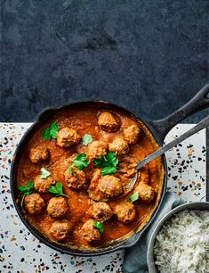 Try our kofta curry recipe. This lamb kofta curry is an easy lamb kofta meatballs recipe for a simple low calorie midweek meal. Make our meat kofta recipe Keema Curry Recipe, Matar Recipe, Healthy Curry Recipe, Curry Recipes, Healthy Food, Meat Recipes, Healthy Recipes, No Calorie Foods, Bon Appetit