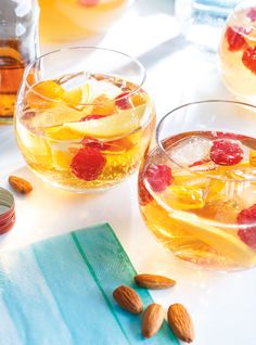 White Sangria with Mango and Honey Non Alcoholic Sangria, Cocktails, Cocktail Drinks, Sangria Recipes, Cocktail Recipes, Food N, Food And Drink, Picnic Drinks, Honey