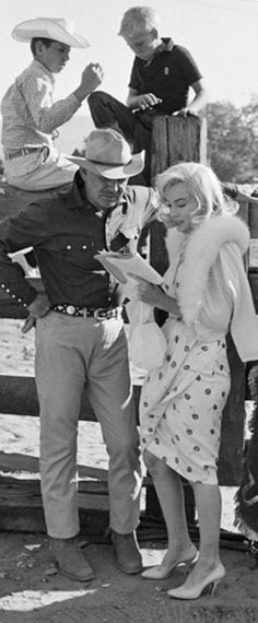 Marilyn Monroe and Clark Gable on the set of The Misfits, 1960.