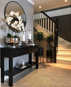 ✨ TGIF, Happy Friday✨ Here's a little hallway inspiration by   Your hallway is the first thing you always see… Home Living Room, Living Room Designs, Living Room Decor, Bedroom Decor, Living Room Ideas, Design Bedroom, Home Design Decor, Home Interior Design, House Design