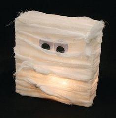Mumie z luxfery - uvnitř světelný řetěz