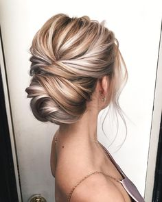 Obsessed with how this knotted updo shows off the dimensional blonde color ? Obsessed with how this knotted updo shows off the dimensional blonde color ? Blonde Updo, Blonde Bridal Hair, Blonde Bride, Bride Makeup Blonde, Thin Blonde Hair, Bridal Makeup For Blondes, Blonde Hair With Highlights, Color Highlights, Blonde Balayage