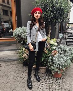 Baskenmütze kombinieren in 2020 Paris Outfits, Winter Fashion Outfits, Fall Winter Outfits, Look Fashion, Autumn Fashion, Winter Style, Classy Outfits, Casual Outfits, Cute Outfits