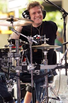 Rick Allen of Def Leppard - great inspiration for overcoming adversity + funny to stumble upon that picture while thinking actively about broadening foot action outside of bass drum & hi-hats