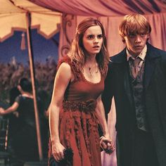 Ron and Hermione at Bill and Fleur's wedding... vat iz za point of being an international quiddich player if all of the good looking onez ( girls) are taken