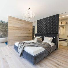 Schlafzimmer : Modern bedroom by Die HausManufaktur GmbH