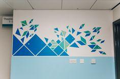 Matthews has decorated the walls of Sheffield Children's Hospital with designs inspired by Chinese tangrams. Kindergarten Design, School Murals, Medical Design, Mural Wall Art, Childrens Hospital, Inspiration Wall, Office Interior Design, Geometric Designs, Wall Sculptures