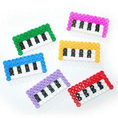 Little keyboards (mytinyhummingbird) Tags: music cute beads keyboard broche little teclado brooch piano msica hama rgano
