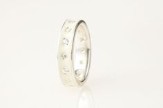 Our guide to some of the best eco-chic and ethical engagement and wedding rings