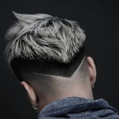 Hair cuts Men hair color Mens hairstyles Hair and beard styles Haircuts for Cool Hairstyles For Men, Trendy Haircuts, Boy Hairstyles, Haircuts For Men, Barber Haircuts, Hair And Beard Styles, Curly Hair Styles, Haare Tattoo Designs, Gents Hair Style