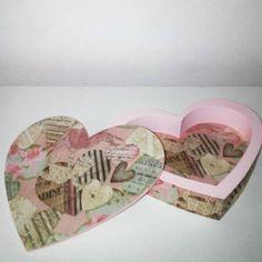 Caixa em formato de coração.. Fundo fofo... 💕 #mdf #caixamdf #artesanatoemmdf #artesanato #artesanal #mogidascruzes #caixas #presentes #decor #decoracao #coracao #rosa