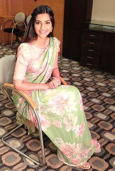 sonam kapoor, love her saree!