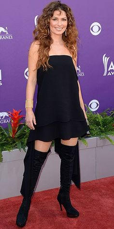The gold belt adds a certain Greco-Roman flair to her white slip dress at the Academy of Country Music Awards in Vegas in Academy Of Country Music, Country Music Awards, Country Singers, Shania Twin, Shania Twain Pictures, Celebrity Boots, Cma Awards, Thats The Way, Fashion Images