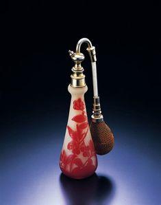 エミール・ガレ 《アトマイザー付花文香水瓶》 1910年代