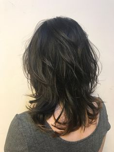 The fluffy degree of perm and the natural feeling of curly hair make the hairstyle look good with a little texture. Haircuts For Medium Hair, Layered Haircuts, Medium Hair Styles, Curly Hair Styles, Permed Hairstyles, Cool Hairstyles, Medium Length Hair With Layers, Hair Tuck, My Hairstyle