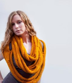 Medusa Loop Scarf hand knitting pattern PDF von RubySubmarine