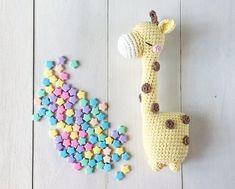 Shizuka the daydreamer giraffe amigurumi crochet pattern by amigurumei