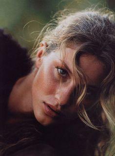 lesfilleslesfilles: Gisele Bundchen | Elle US May 2000