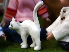 The Wonham Collection, dolls house white cat. GA277.