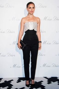 Natalie Portman: Miss Dior Exhibition with Benjamin Millepied!: Photo Natalie Portman looks super chic while attending the Esprit Dior, Miss Dior Exhibition Opening Cocktail Event held on Tuesday evening (November in Paris, France. Natalie Portman Style, Estilo Natalie Portman, Natalie Portman Dior, Christian Dior Couture, Dior Haute Couture, Couture Week, Christian Siriano, Miss Dior, Celebrity Dresses