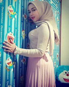 Beautiful Arab Women, Teen Girl Poses, Muslim Beauty, How To Look Rich, Hijab Chic, Blonde Beauty, Sexy Asian Girls, Hijab Fashion, Lady