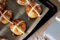 Moja kuchyňa: Hot cross buns Hot Cross Buns, Pretzel Bites, Bread, Food, Breads, Bakeries, Meals