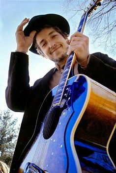 Bob Dylan, 1969 by Elliot Landy. 20 x 24 inches. This photograph was used for Bob Dylan's album Nashville Skyline, taken at his home in Woodstock. Nashville Skyline, Best Guitar Players, Guitar For Beginners, Guitar Tips, Playing Guitar, Rock Music, Foto E Video, The Beatles, Rock N Roll