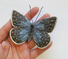 Embroidered butterfly brooch 'Small Blue' textile by AgnesandCora Tambour Embroidery, Free Motion Embroidery, Hand Embroidery Patterns, Embroidery Applique, Embroidery Stitches, Embroidery Designs, Butterfly Art And Craft, Butterfly Felt, Butterfly Project
