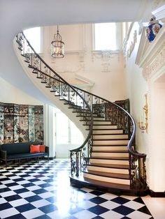 thefoodogatemyhomework:  Entry hall and stairs, Swan House, Atlanta, Georgia.