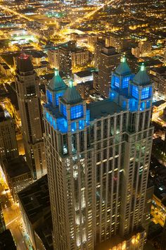 Never knew Chicago was this bright! Would love to be in the lights in Chicago 🌟 Chicago Usa, Chicago Travel, Chicago City, Chicago Illinois, Most Beautiful Cities, Beautiful Buildings, Lago Michigan, My Kind Of Town, City Lights