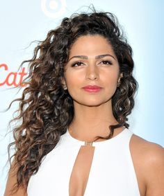 Camila Alves Long Curly Casual Hairstyle – Dark Brunette Hair Color - New Sites Casual Hairstyles, Cool Hairstyles, Long Curly Hair, Curly Hair Styles, Dark Brown Hair With Caramel Highlights, Dark Brunette Balayage Hair, Hair Color Dark, Haircut Medium, Soft Hair