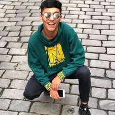 Cute Boys, Joker, Graphic Sweatshirt, Sweatshirts, Celebrities, Sweaters, Fashion, Moda, Celebs