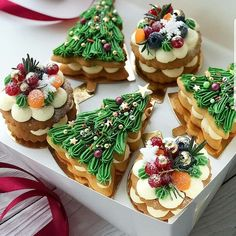 Christmas Tree Cake, Christmas Party Food, Xmas Food, Christmas Sweets, Christmas Cooking, Holiday Baking, Christmas Desserts, Christmas Mood, Mini Cakes