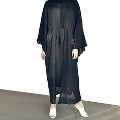 The perfect daily abaya look !!  #stunning#lady#abaya#sophisticated#beauty#beautiful#new#collection#emiratiwoman#fashion#style#stylish#trendy#glam#glamour#love#abayat#abayas#dubaiabaya#dubaistyle#dubaifashion#mydubai#ksa#oman#qatar#kuwait#riyadh#jeddah#hfboutique
