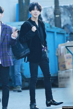 Is this level of hotness even allowed Heechul, Siwon, Leeteuk, Donghae Super Junior, Kpop Memes, Fandom, Last Man Standing, Japan Fashion, Mens Fashion