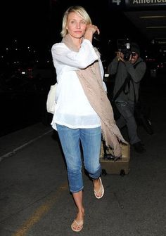 Cameron Diaz in TKEES flip flips and a Chan Luu scarf