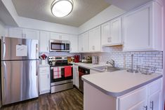 Our community offers newly renovated, spacious 1 & 2 bedroom apartments and 3 bedroom townhomes. You're sure to find a floor plan that's right for you! Apartment Communities, 2 Bedroom Apartment, Luxury Apartments, Alexandria, Townhouse, Floor Plans, Community, Flooring, Kitchen