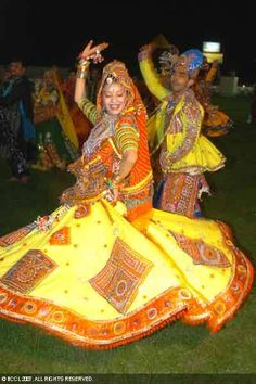 In this post, you can find many best Navratri Dress Images and Navratri Outfit. Garba Dance, Garba Dress, Ballroom Dance, Navratri Garba, Navratri Dress, Dance It Out, Just Dance, Folk Dance, Dance Music