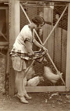 9 Idyllic Images of Americana: Life on the Farm Vintage photo. Antique Photos, Vintage Pictures, Vintage Photographs, Old Pictures, Vintage Images, Old Photos, Time Pictures, Vintage Pins, Chicken Lady