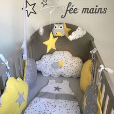 Round bed clouds in gray cotton stars white stars and yellow with stars Pare-chocs de taille standard: 2 coussins nuages … Baby Crib Bedding Sets, Baby Bedroom, Nursery Room, Nursery Decor, Baby Sewing Projects, Baby Couture, Baby Boy Nurseries, Baby Design, Girl Room