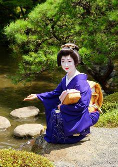 Japanese Geisha, Japanese Kimono, Kabuki Costume, Girl Dancing, Kyoto, Bags, Porcelain, Textiles, Costumes