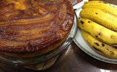 Receita de bolo de banana caramelada.