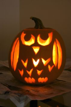 Totally doing this this fall. love love love owls. Printable Halloween, Theme Halloween, Holidays Halloween, Halloween Pumpkins, Halloween Diy, Cute Pumpkin Carving, No Carve Pumpkin Decorating, Pumpkin Art, Pumpkin Faces