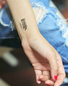 temporary barcode tattoo - Your going to have a hard time convincing people you're an individual when you're seen sporting these temporary barcode tattoos. Small Quote Tattoos, Small Tattoos With Meaning, Cute Small Tattoos, Unique Tattoo Designs, Unique Tattoos, Last Name Tattoos, Dollar Tattoo, Barcode Tattoo, Diy Tattoo Permanent