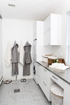 Laundry with bathroom combination can be a smart solution for utilizing small spaces, ranging from making a hidden laundry cabinets, or simply put the laundry in the bathroom Diy Bathroom Vanity, Laundry Room Bathroom, Laundry Room Storage, Closet Storage, White Bathroom, Small Bathroom, Shower Bathroom, Basement Bathroom, Layout Design